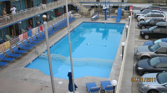 Attache Resort Motel: Great pool - including high dive