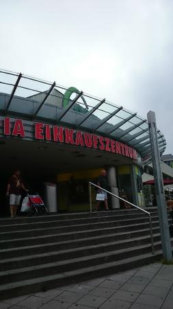 Olympia Einkaufszentrum: 入り口