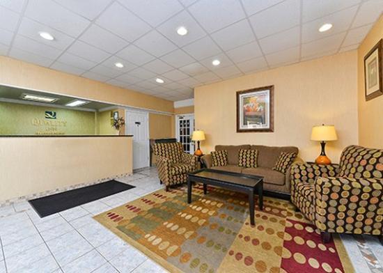 Quality Inn Tullahoma: lobby