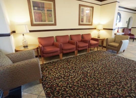 Red Roof Inn Gurnee - Waukegan: Lobby Sitting Area