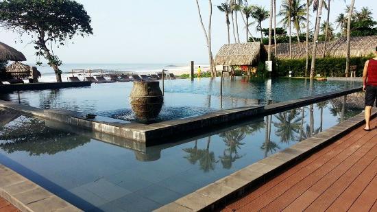 Pool Area Picture Of Aroma Beach Resort Spa Muine Phan Thiet