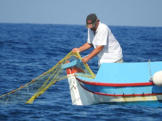 Kafouros Hotel: Fishing boat off Kamari beach