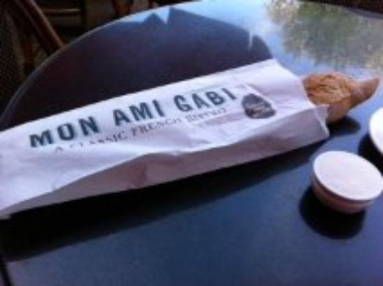 Mon Ami Gabi: Hot half baguette instead of a cold basket of bread!