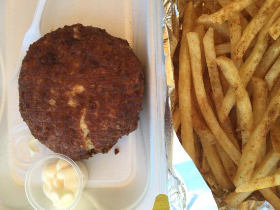 Shubee Shack : Huge crab cake with seasoned fries