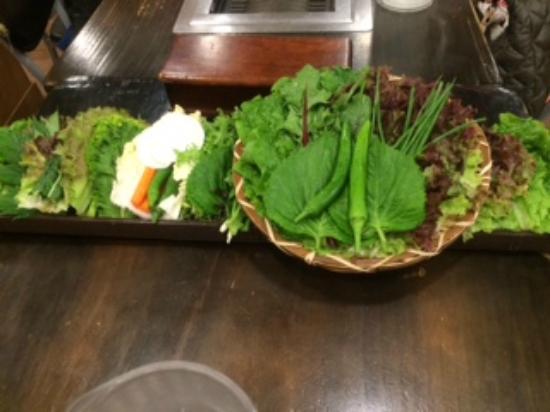 Wonjo Ssambabjib Nonhyeon Main: 20種類くらいの野菜