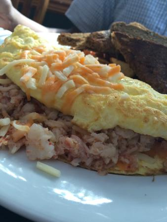 Mary's Bleue Moon Cafe: Benedictine and omelette with lobster!!