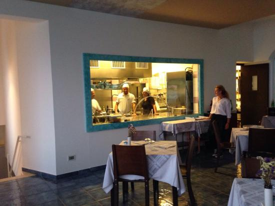 Cucina a vista - Photo de Al Mare Restaurant & Bar, Maiori - TripAdvisor