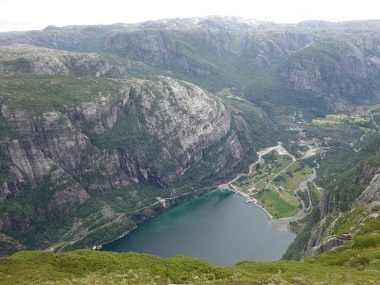 Hike Oygardstol to Langavatn via Kjerag