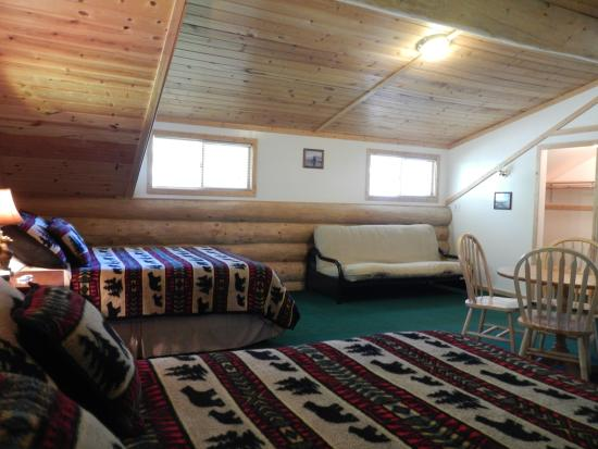 Bear Paw Lodge: The master bedroom.