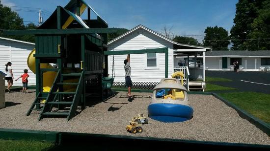 Brookside Motel: Playground