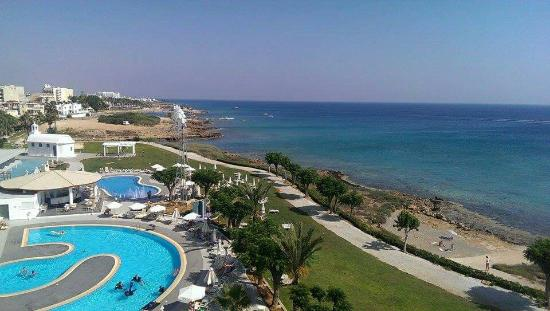 Pernera Beach Hotel: (Thought the photos had uploaded with the review!)