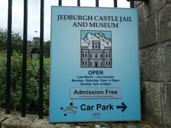 Jedburgh Castle & Jail Museum: days-hours-parking information