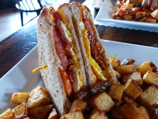 The Three Sisters Pub : Breakfast sandwich