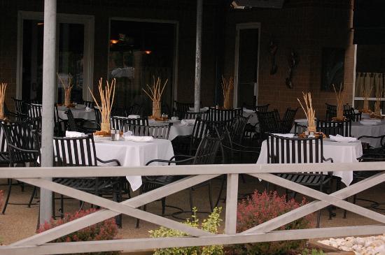 Jacksons Restaurant + Bar: Patio Area