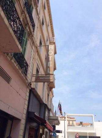 Amiraute: Отель с улицы