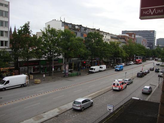 Novum Hotel Savoy Hamburg Mitte: Das war am Sonntagsmorgen, kaum Autos und Menschenmengen
