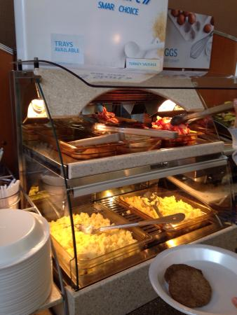 Holiday Inn Express Suites Hamburg: Great breakfast options including healthy choices!