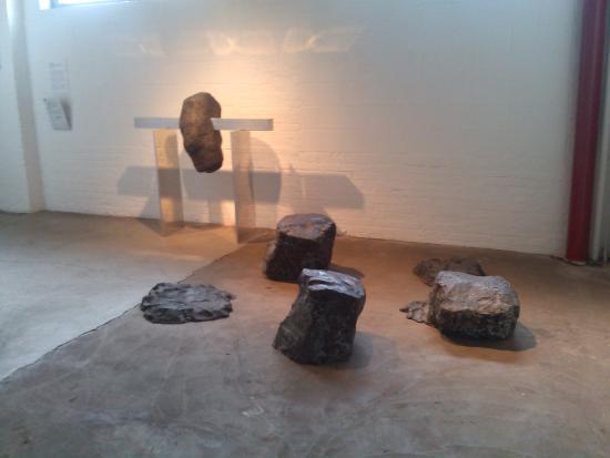Noguchi Museum : bronze niche downstairs