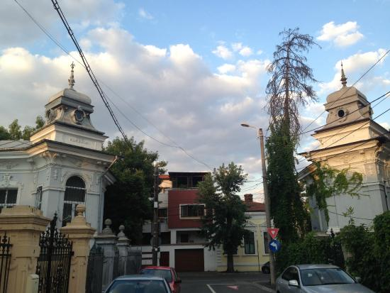 Bucharest Step By Step: Peaceful and quaint Cotroceni quarter
