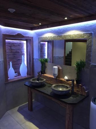 Sehr sehr schönes Besucher WC Picture of Restaurant Hot Stone