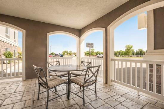 Country Inn & Suites By Carlson, Minot: PATIO