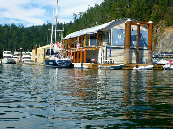 Upper Deck Cafe : Its location within the marina