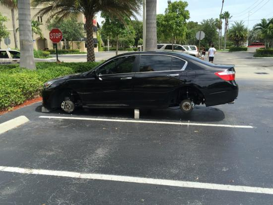 Hyatt Place Ft. Lauderdale 17th Street Convention Center: Wheels stolen in the East side parking lot of this hotel!