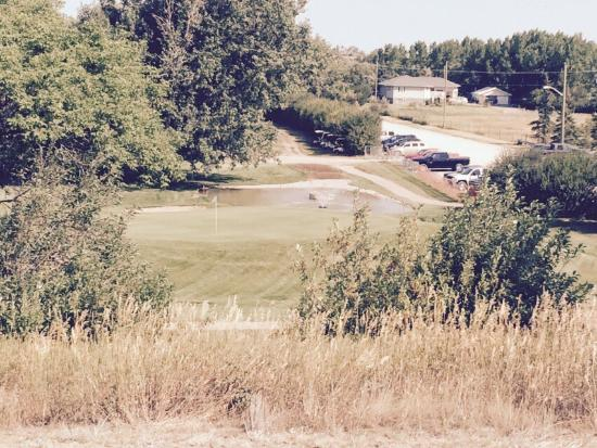 Fort Macleod, Kanada: New fountain and water pond! Second pic is from new #1 tee box being built on Hill!