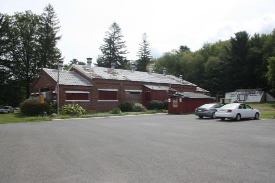 Lansford, Pensilvania: Museum and parking lot from the highway