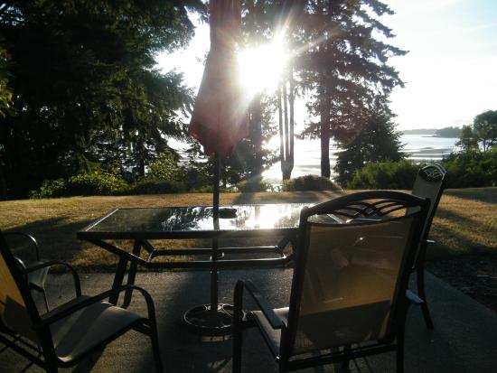 Beach Acres Resort: relaxing area to sit and enjoy the view