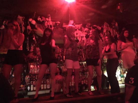 Hogs & Heifers (Downtown) : Танцы на барной стойке