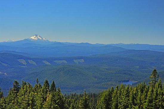 Hood River, Oregón: View of Trillium Lake & Mt Jefferson from Timberline Lodge