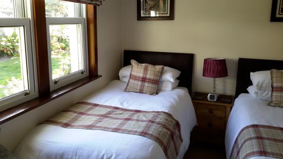 Beaches Guest House: Twin room comfy beds