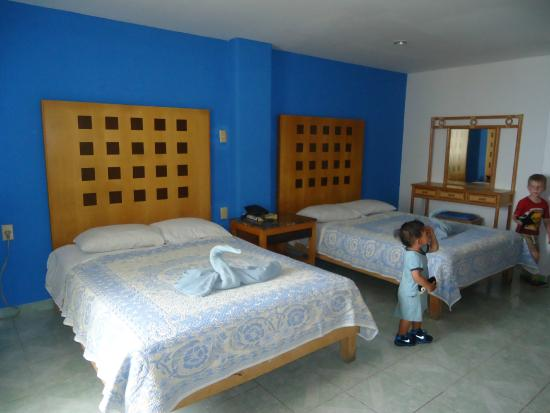 Hotel Ziami: CUARTO AMPLIO