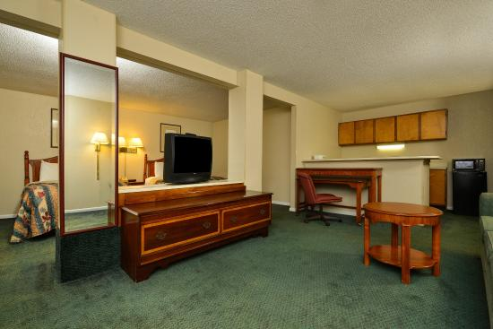 Americas Best Value Inn: Two Double Beds Suite
