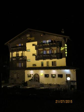 Hotel Crampon: Отель при вечернем освещении