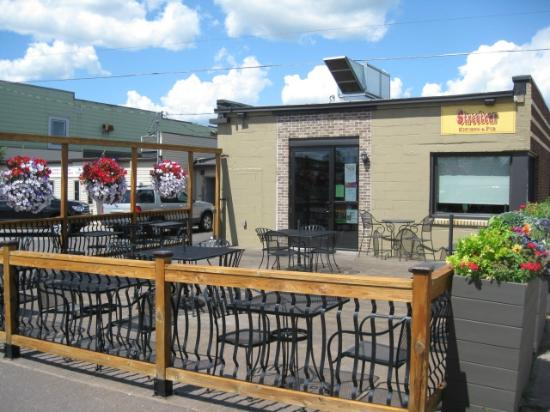 Streetcar Kitchen and Pub: Outdoor Dining Option