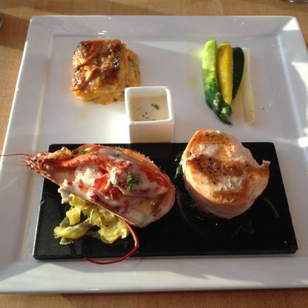 Azuridge Estate Hotel: Salmon and Lobster