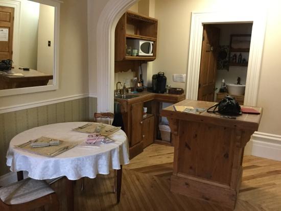 Maison Elzear Ouellet: Cuisinette dans la chambre