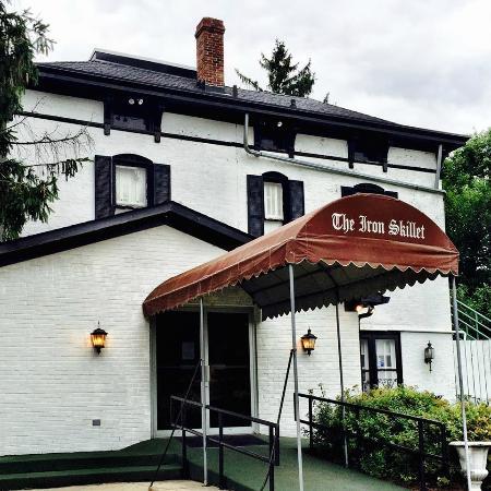 Archaiccomely Lodge Inch Seasoned Cast Iron Skillet Lsk Restaurant Befffccfc Full Size