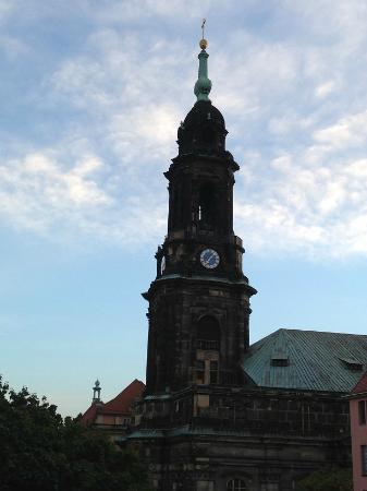 Town Hall Tower (Rathausturm): 背後には朝日