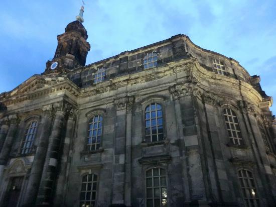 Town Hall Tower (Rathausturm): 夜は幻想的です
