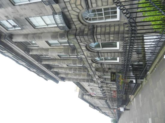 Halcyon Hotel : Hotel frontage on Royal Terrace