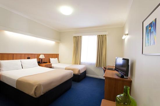 Comfort Hotel Perth City : Economy Queen & Single