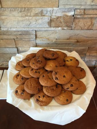 Ramada Portland: Fresh baked cookies served every night at 7:00 PM