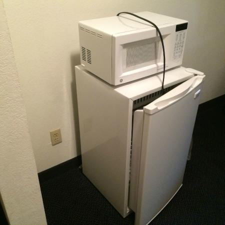 Baymont Inn & Suites Albany: Microwave and fridge; not plugged in at checkin, but works fine