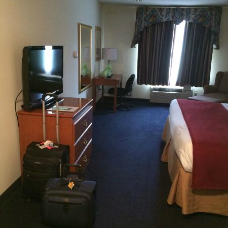 Baymont Inn & Suites Albany: Very large and comfortable room