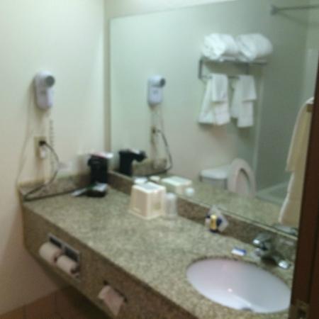 Albany, KY: Granite vanity in bathroom