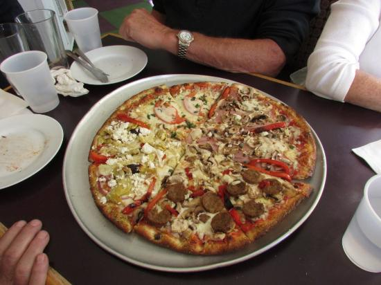 Bocelli's Pizzeria: Suprise Pizza was GRAND mmmmm One of the BEST pizza I had