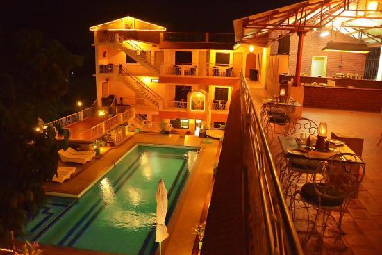 Hotel Mamalla Heritage : Swimming pool View